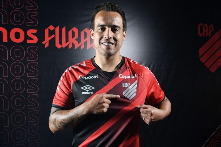 Sem atuar desde o ano passado, Jadson é anunciado pelo Athletico-PR (Foto: )
