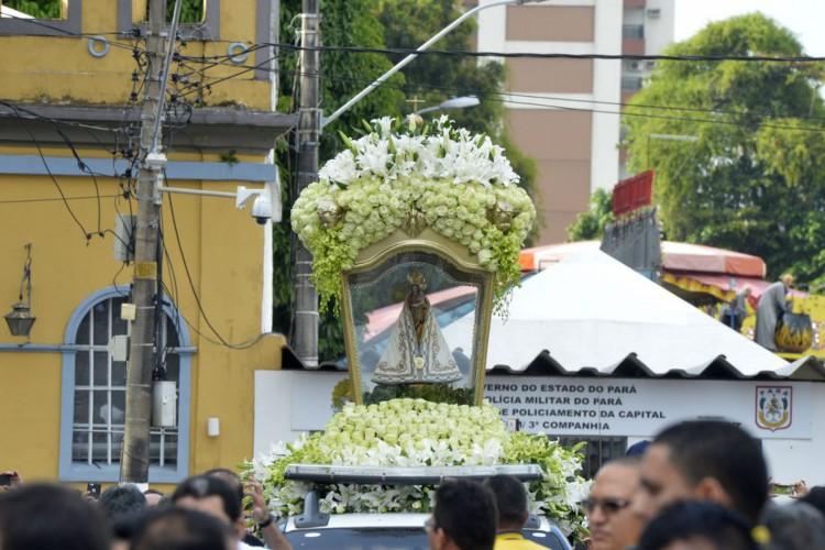 Belém/PA - Traslado da imagem de Nossa Senhora de Nazaré para Ananindeua-Marituba, durante o círio de Nazaré (Wilson Dias/AGência Brasil) (Foto: Wilson Dias/Agência Brasil)