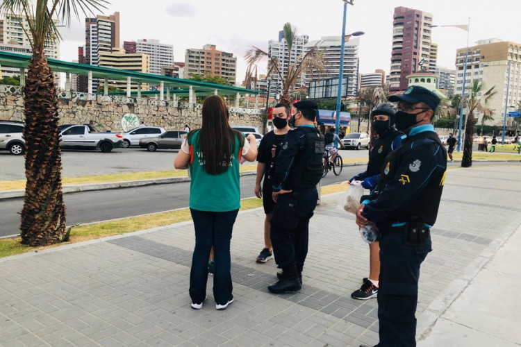 Blitz ocorre pela Vigilância Sanitária do Estado do Ceará em parceria com policiais do Batalhão de Policiamento Turístico (BPTur) (Foto: Reprodução WhatsApp)