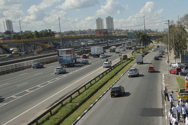 Governo paulista pede que motoristas evitem pegar a estrada no feriado (Foto: )