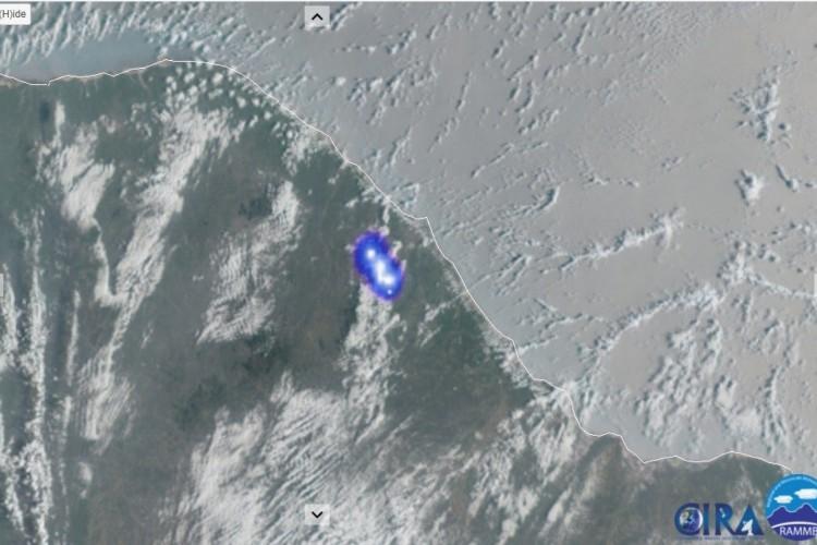 Imagem do satélite GOES 16 captou a energia liberada pelo meteoro, sobre a região do maciço de Baturité  TAGS - (Foto: Divulgação/Bramon)