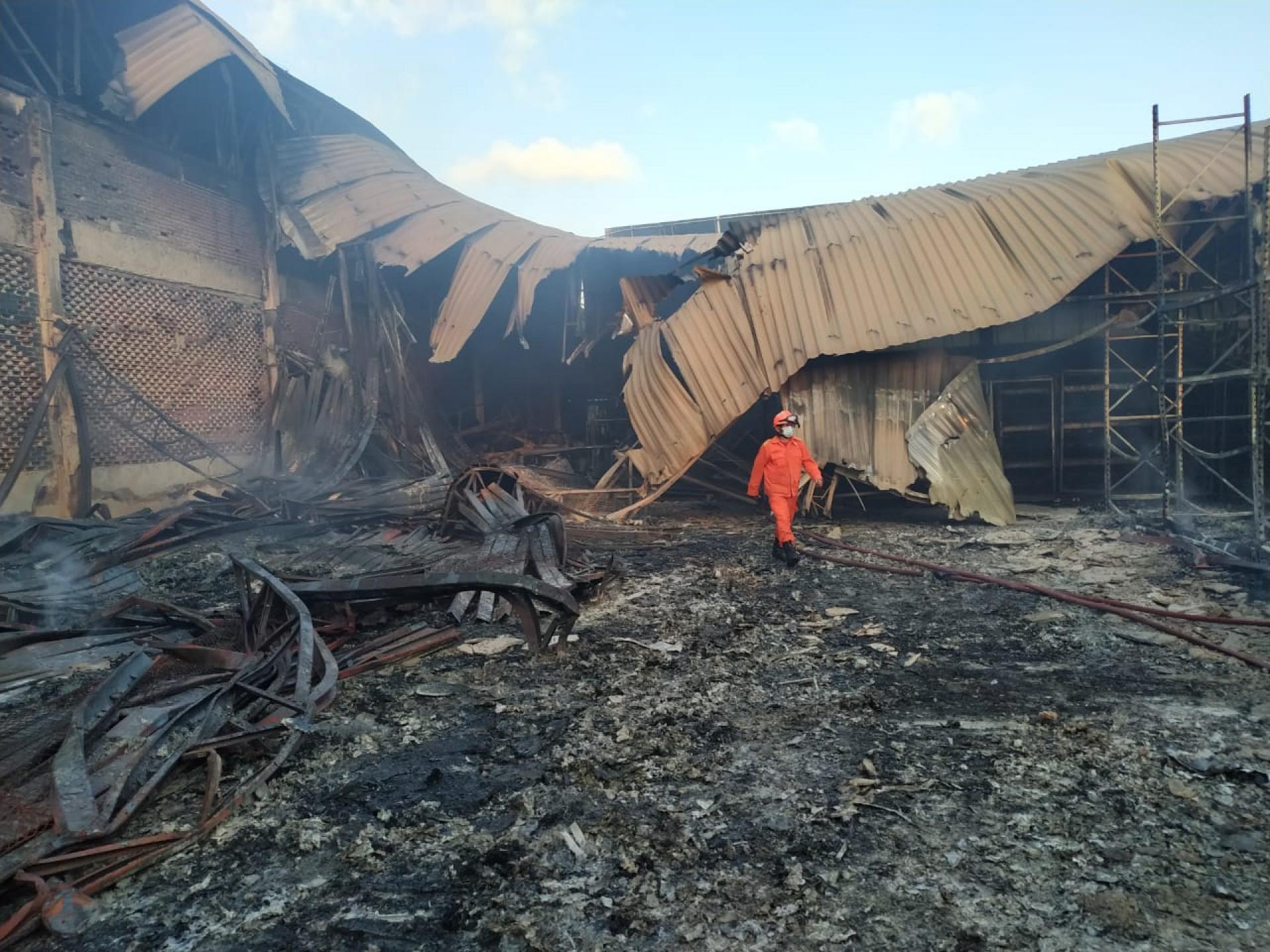 Fábrica de lingerie em Maracanaú sofre incêndio.