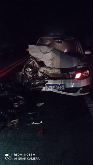 Colisão entre um Gol e uma motocicleta Honda deixou motociclista morto em Itapipoca neste sábado, 10. (Foto: Foto: O POVO/Via Whatsapp)
