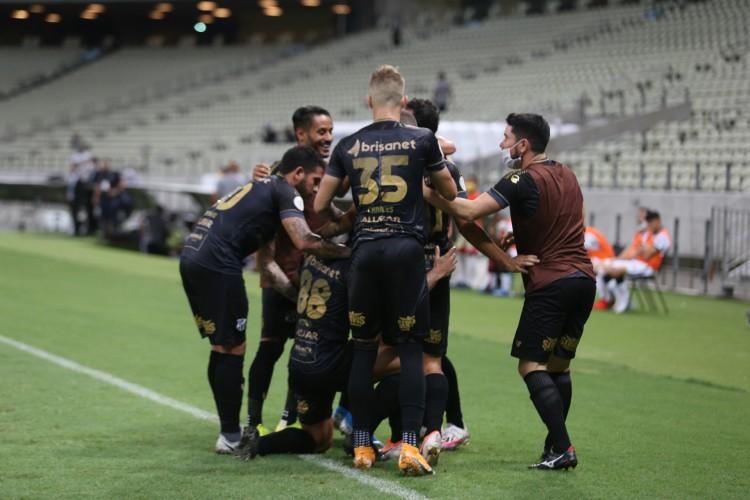 Com gol de Fernando Sobral no fim do jogo, Ceará vence Corinthians por 2 a 1, na Arena Castelão (Foto: Fotos: Felipe Santos/CearaSC)