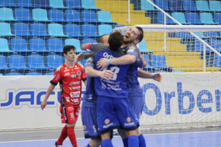 O Tubarão embolou a briga pela liderança do Grupo C da Liga Nacional de Futsal (Foto: Tubarão Futsal/João Duarte/Direitos Reservados)