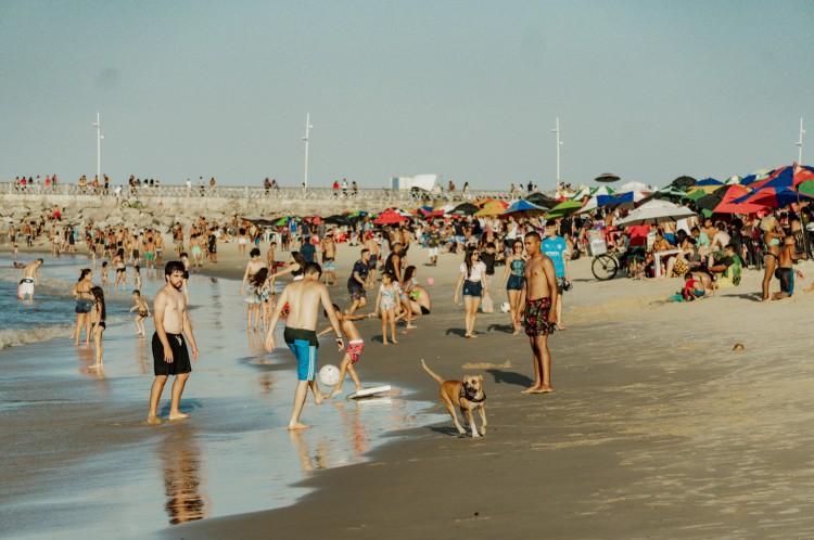 Praia dos Crush em um fim de semana no fim de 2020, apesar da pandemia