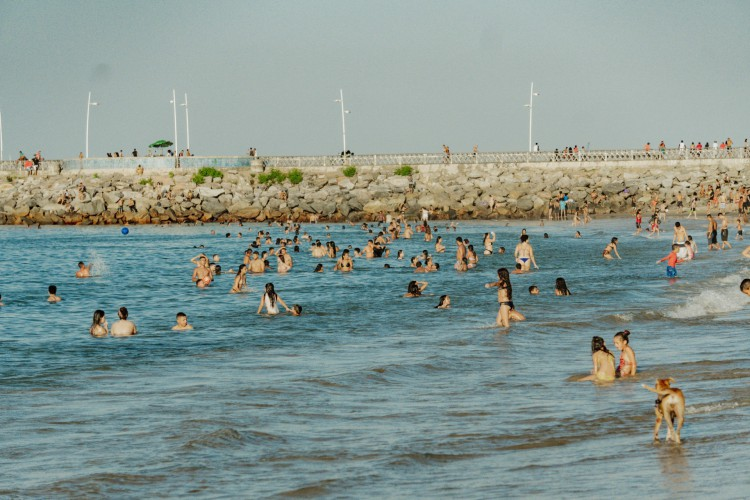 Fortaleza - ce , Brasil, 12-10/2020: No feriado de 12 de outubro fortalezenses foram às prais. A praia