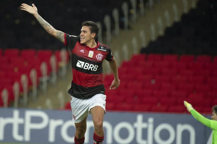 Flamengo vence Goiás e assume vice-liderança do Brasileiro (Foto: )