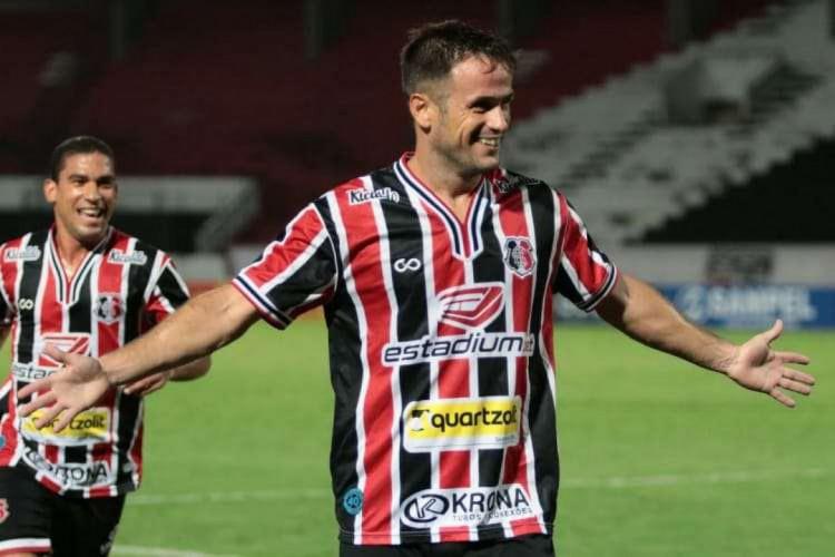 Pipico tem contrato com o Santa Cruz-PE até novembro  (Foto: Rafael Melo/Santa Cruz)