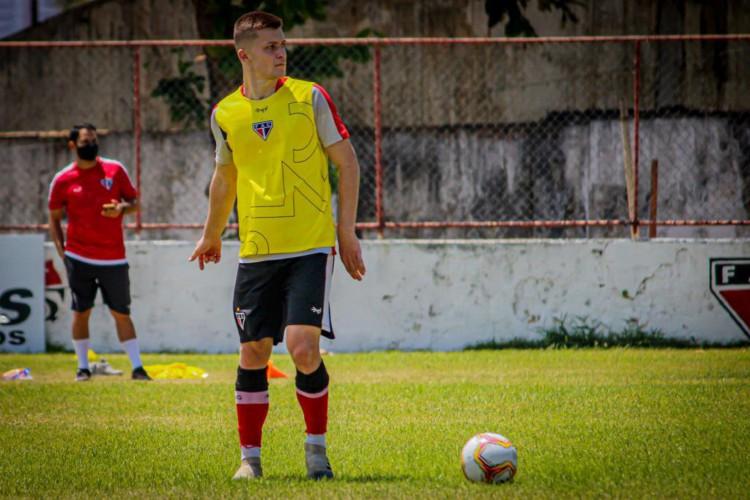 Zagueiro Willian Machado participou de treino do Ferroviário nesta terça-feira, 13 (Foto: Lenilson Santos/ Ferroviário)