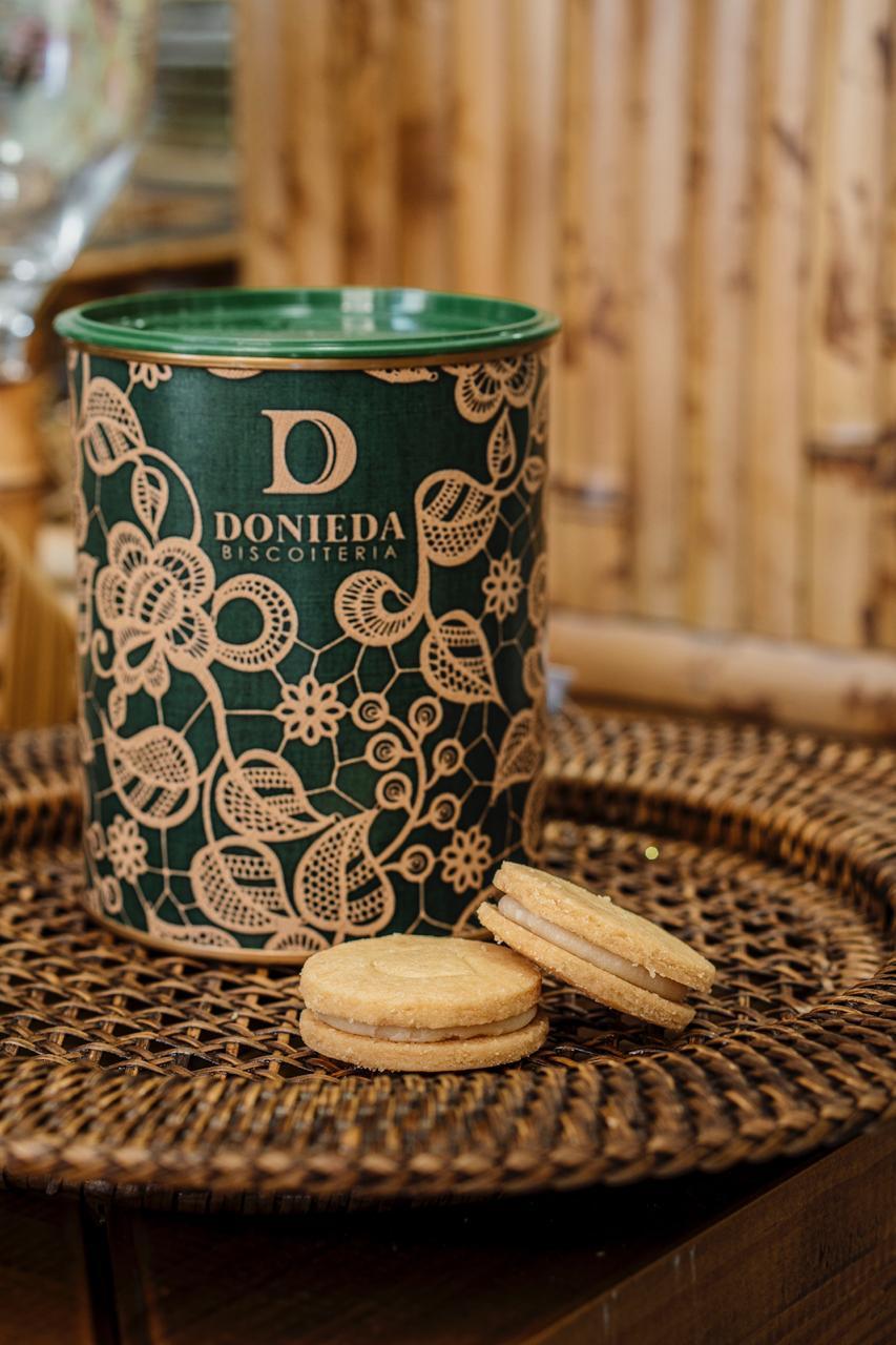 Donieda Biscoiteria lançou, nesta semana, uma nova linha de latas com estampas exclusivas - a partir de R$ 35
