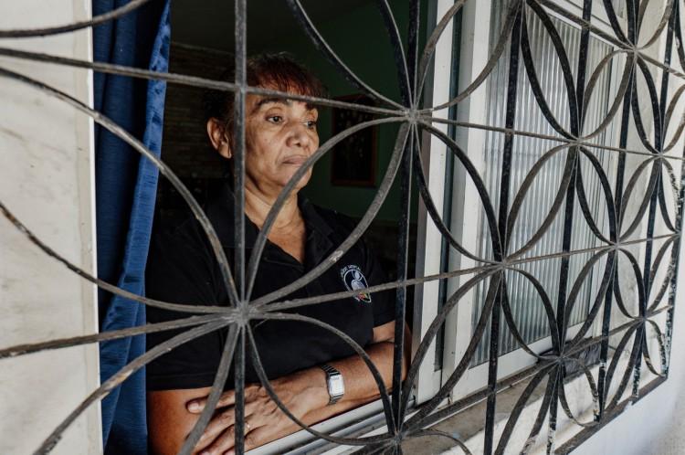 Fortaleza - Ce , Brasil, 14-10-2020: Zilar Amaro Ferreira, 60. Idosa que teve depressão e fez tratamento durante a pandemia. (Foto: Júlio Caesar / O Povo)