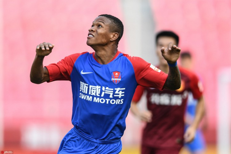 Atacante Marcinho, ex-Fortaleza, em partida do Chongqing Dandai Lifan pela Super Liga da China (Foto: Divulgação/Chongqing Dandai Lifan)