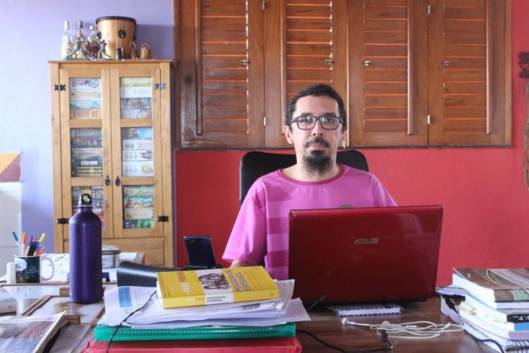A maior dificuldade do ensino remoto é planejar na ausência, afirma Fabrício Leomar, professor de educação física da Escola Municipal De Tempo Integral Professor José Júlio da Ponte. (Foto: Arquivo Pessoal )