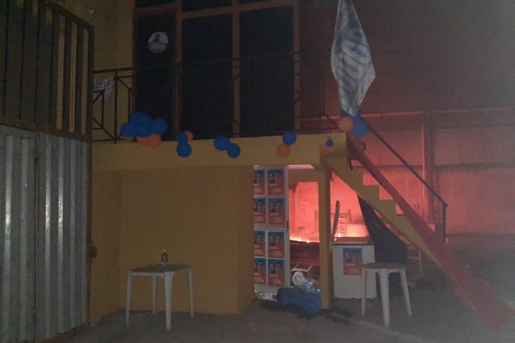 O fogo no comitê foi controlado pelo Corpo de Bombeiros  (Foto: via WhatsApp O POVO )