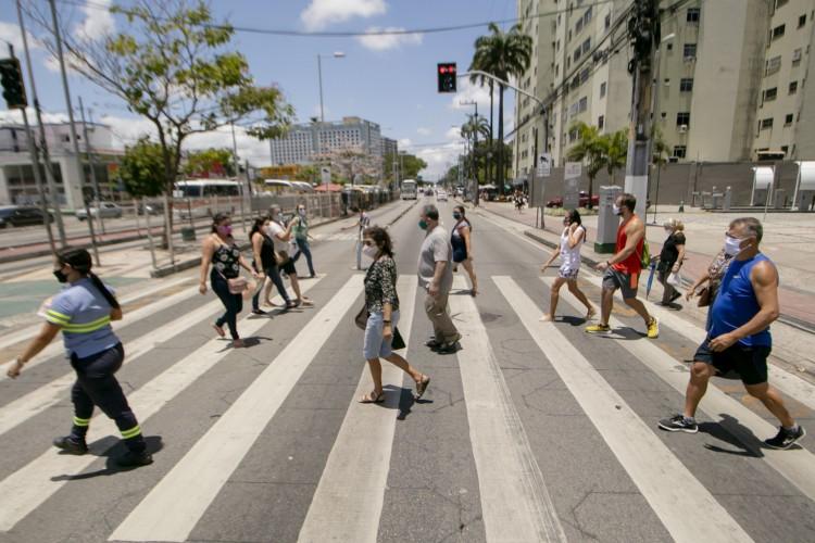 Movimento em frente ao North Shopping em Fortaleza (Foto: Aurelio Alves)