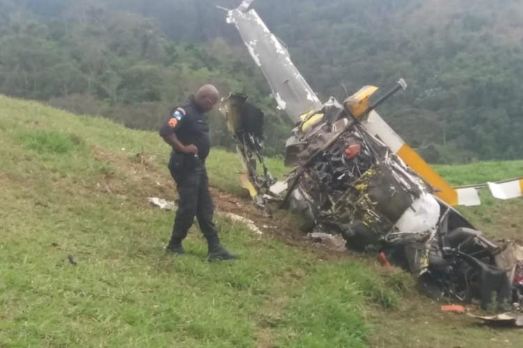 É possível ver nas imagens os destroços do acidente (Foto: Reprodução/Redes sociais)