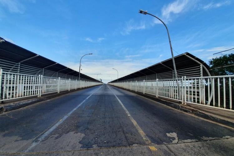 Ponte está fechada desde março por causa da pandemia do novo coronavírus (Foto: Renan Gouveia/RPC)