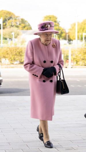 Rainha saiu junto com o neto na tarde de ontem, 15 (Foto: Reprodução/Twitter)