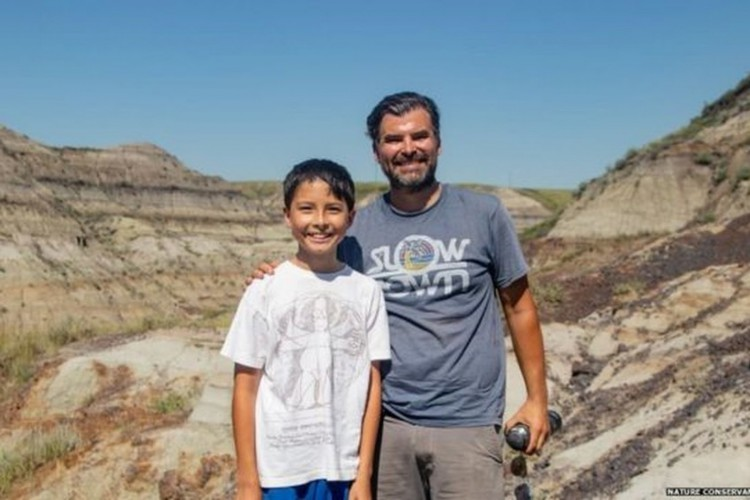 Nathan e Dion frequentemente fazem caminhadas na unidade de conservação de Alberta Badlands (Foto: Nature Conservancy of Canada via BBC)