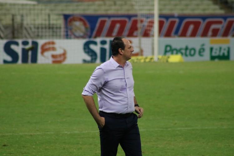 Técnico Rogério Ceni em partida do Fortaleza EC na Arena Castelão pelo Campeonato Brasileiro 2020 (Foto: Leonardo Moreira/Fortaleza EC)