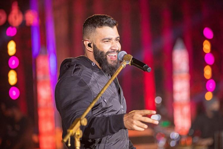Acompanhe a agenda de transmissões ao vivo online - live - de artistas nacionais e internacionais para hoje, sábado, 17 de outubro; cantor Gusttavo Lima é uma das atrações da noite (Foto: Reprodução/Instagram)