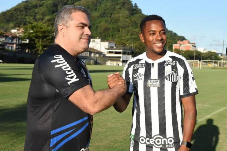 Santos e Robinho suspenderam o contrato após pressão de patrocinadores do clube (Foto: Divulgação/Santos FC)