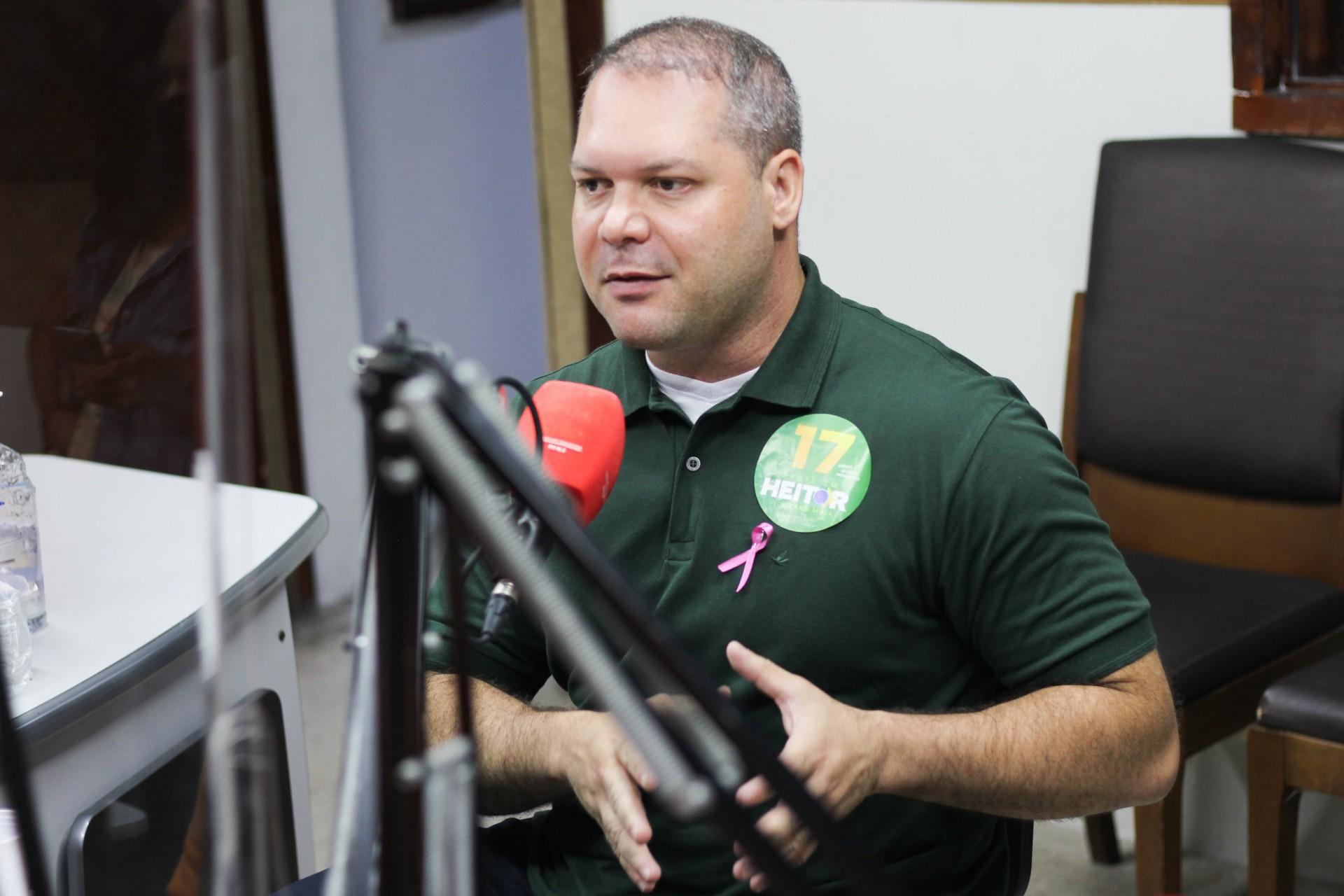 HEITOR FREIRE foi entrevistado pelos jornalistas Carlos Mazza, Eduarda Talicy e Maísa Vasconcelos