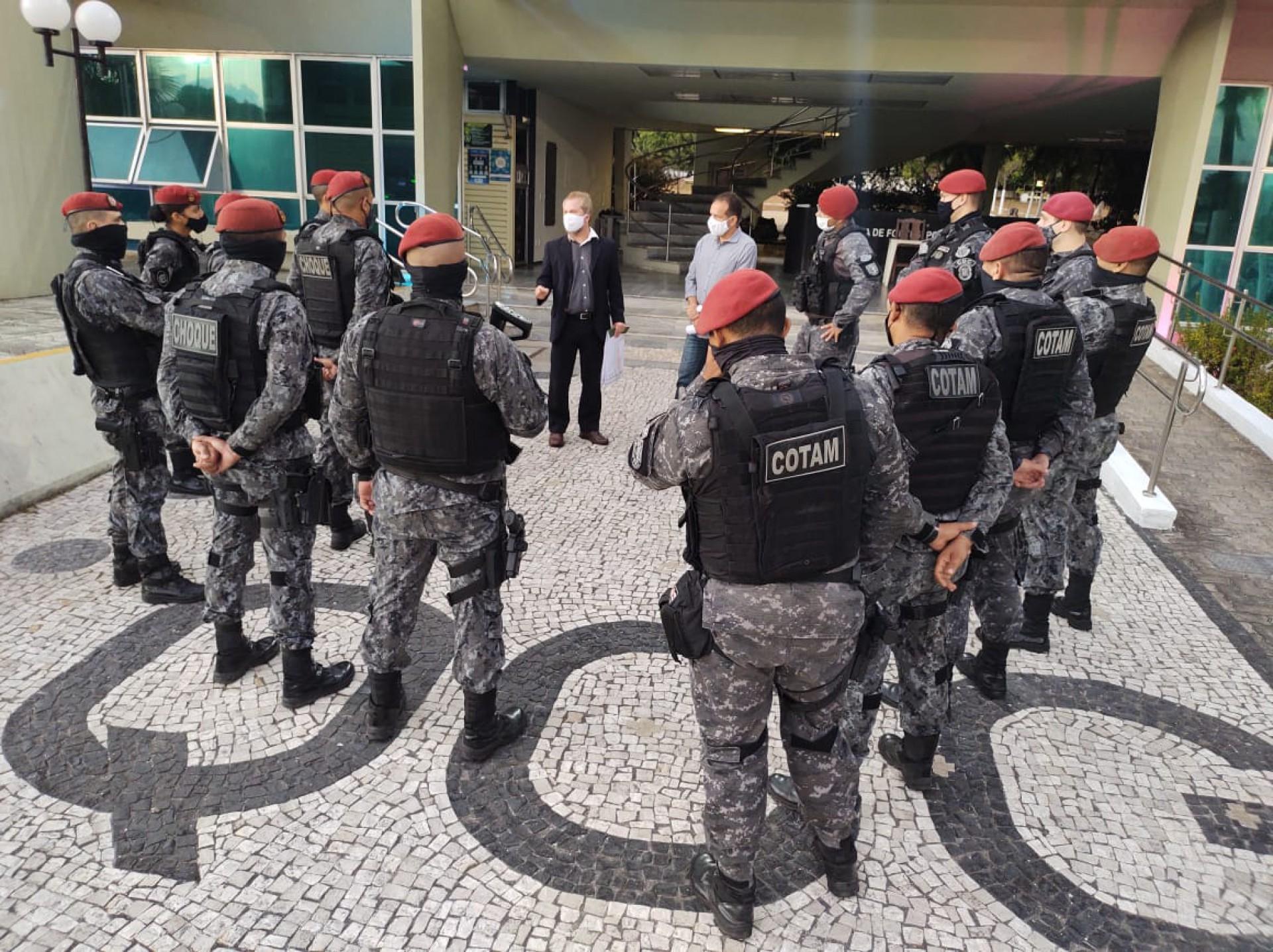 POLICIAIS que atuaram no cumprimento dos mandados da segunda fase da Operação Gênesis (Foto: Divulgação)