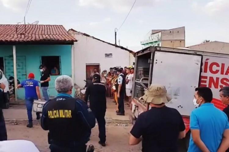 Movimento no local em que ocorreu a chacina em Quiterianópolis (Foto: LEITOR VIA WHATSAPP)
