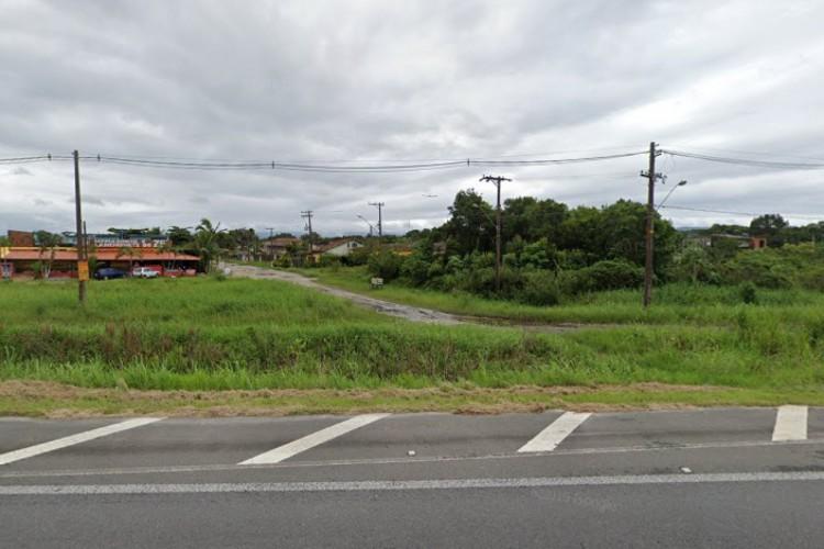 Vítima foi mantida em casa no município de em Itanhaém, no litoral de São Paulo (Foto: Reprodução/Google Street View)