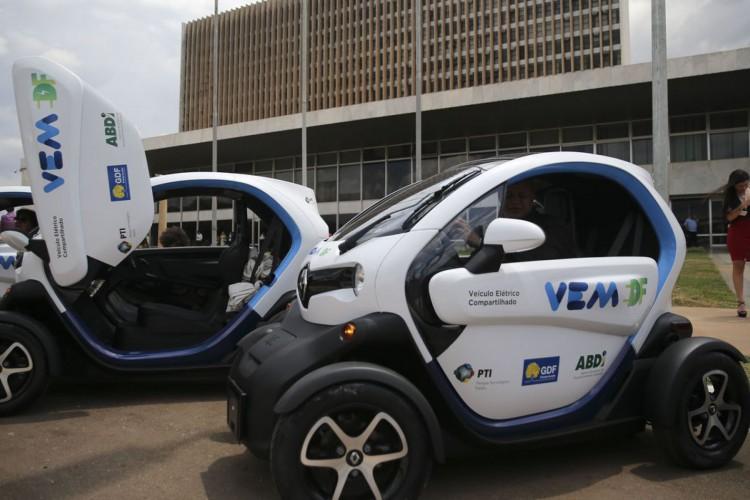 O Governo do Distrito Federal, a Agência Brasileira de Desenvolvimento Industrial e o Parque Tecnológico Itaipu  lançam  no Palácio do Buriti,o projeto de compartilhamento de veículos elétricos para frotas públicas VEM DF (Foto: José Cruz/Agência Brasil)