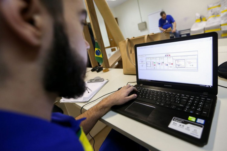 Brasília - Competidores que participarão do Worldskills 2017 realizam treinamento no Centro de Treinamento do Senai-DF (Marcelo Camargo/Agência Brasil) (Foto: Marcelo Camargo/Agência Brasil)