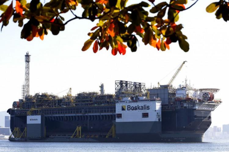 A Petrobras anunciou a chegada da plataforma de petróleo, P-67, ancorada na Baía de Guanabara, destinada ao Sistema de Produção do Campo de Lula, no pré-sal da Bacia de Santos. (Foto: Tânia Rêgo/Agência Brasil)
