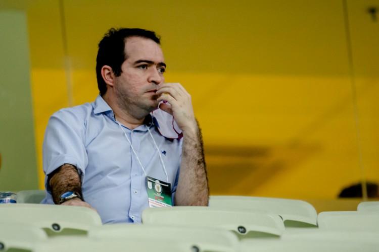 Presidente do Fortaleza, Marcelo Paz, durante Clássico-Rei, válido pela segunda partida da final do Cearense (Foto: Aurélio Alves / O POVO )