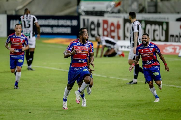 TINGA saiu do banco para marcar na primeira final e fez o gol decisivo no jogo de ontem (Foto: Aurelio Alves)