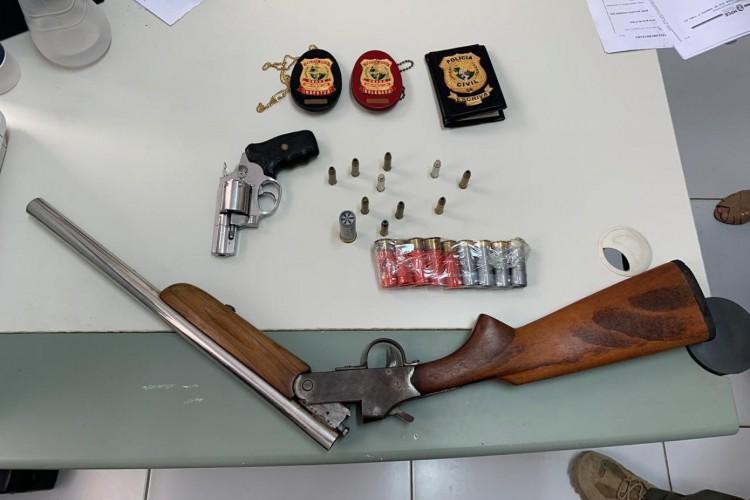 Material apreendido pela Polícia Civil no momento do cumprimento dos mandados de prisão  (Foto: divulgação/Polícia Civil )