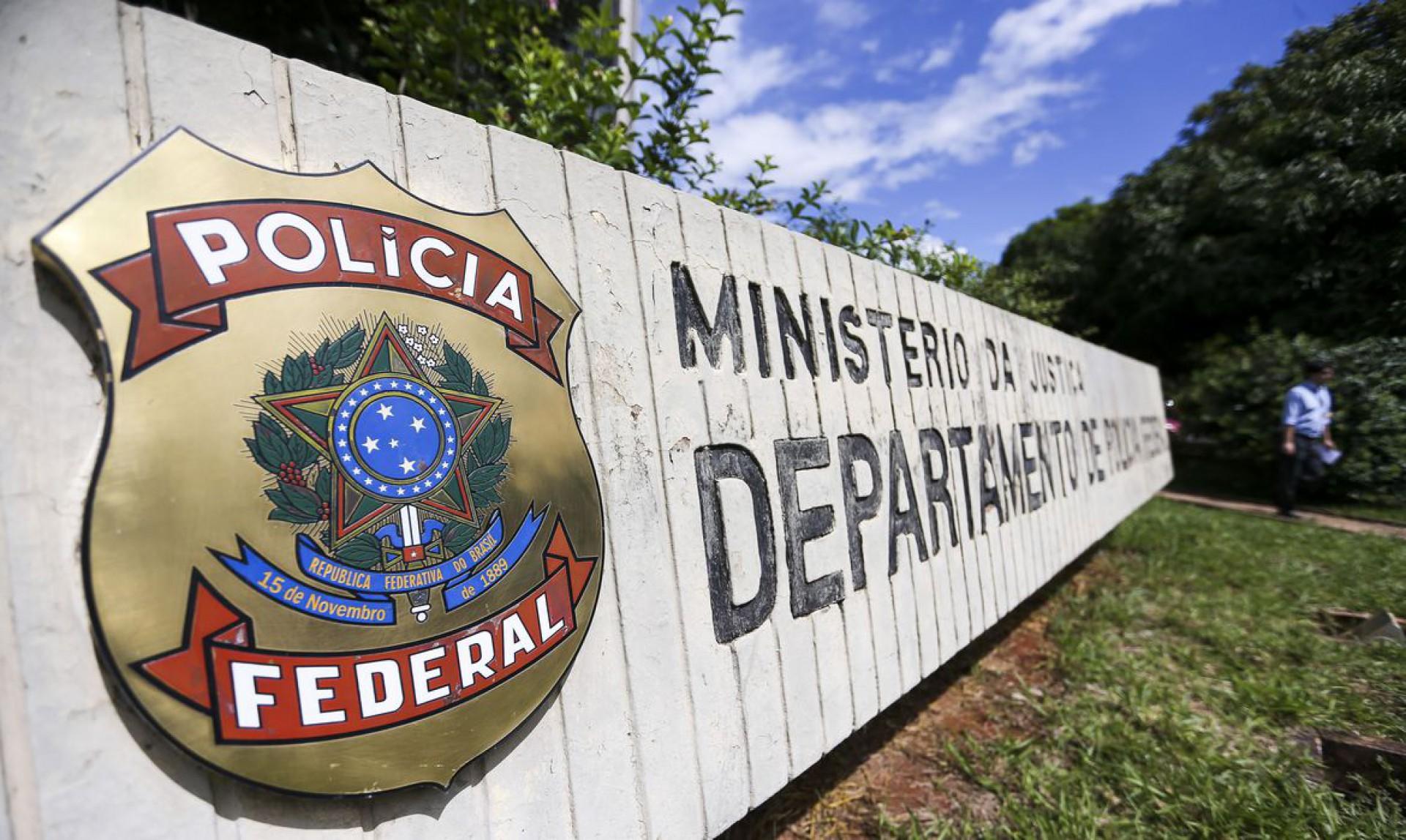 Comissão rejeita projeto que autoriza PF a investigar milícias estaduais