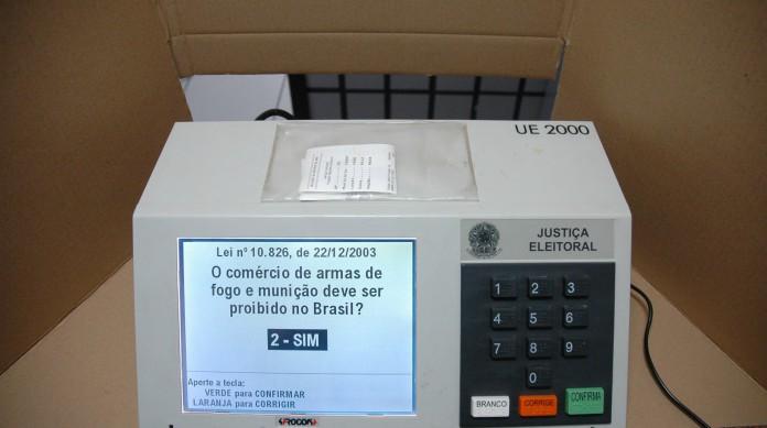 """Na urna, a pergunta a ser respondida era: """"O comércio de armas de fogo e munição deve ser proibido no Brasil?"""""""
