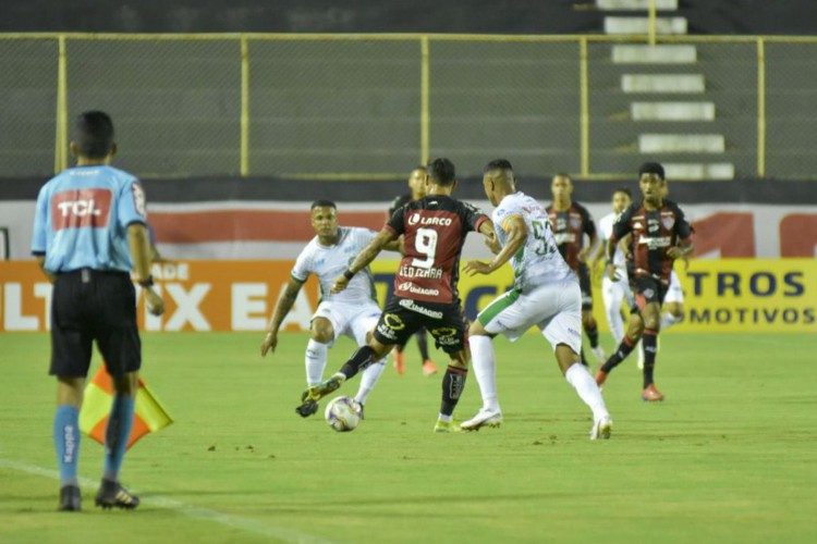Série B: Vitória e Guarani ficam no 1 a 1 (Foto: )
