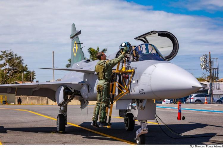 Caça Gripen E, adquirido na Suécia, faz seu primeiro voo no Brasil (Foto: Sgt Bianca / Força Aérea Brasileira)