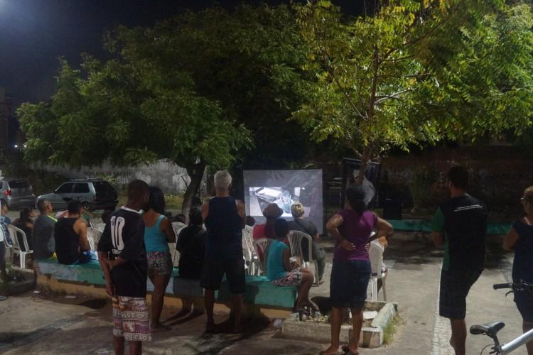 Esta será a quinta edição da Mostra Itinerante Livre de Cinema. Na foto, sessão que ocorreu no Serviluz na última edição da Mostra. (Foto: Amanda Brasileiro/Divulgação)