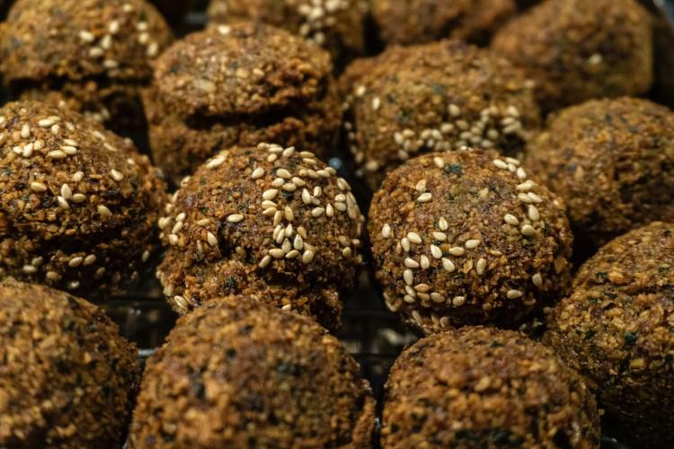 Bolinho frito tem origem árabe (Foto: Daria Nepriakhina on Unsplash)