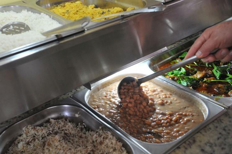 Famílias mais ricos gastam 165% a mais que mais pobres em alimentação (Foto: ANTONIO CRUZ/ABR)