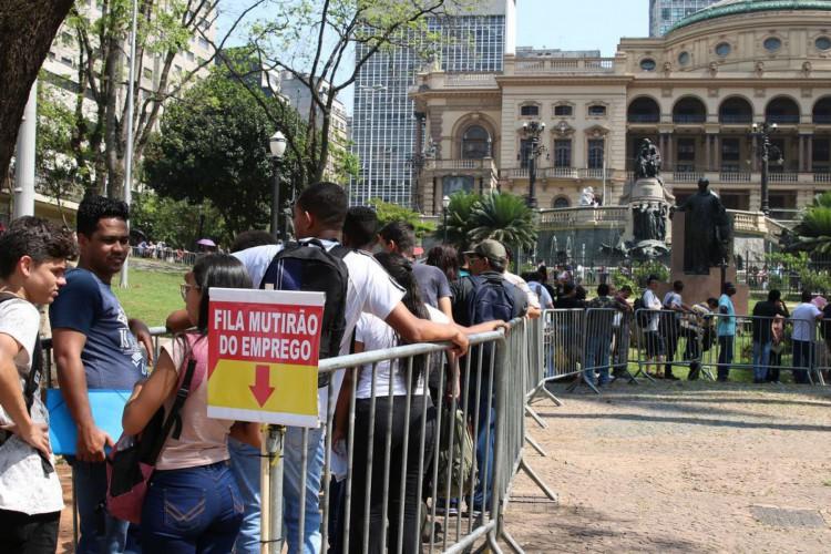 O sindicato dos comerciários de São Paulo promove,  mutirão do emprego em São Paulo, ofertando 5.726 vagas. (Foto: Rovena Rosa/Agência Brasil)