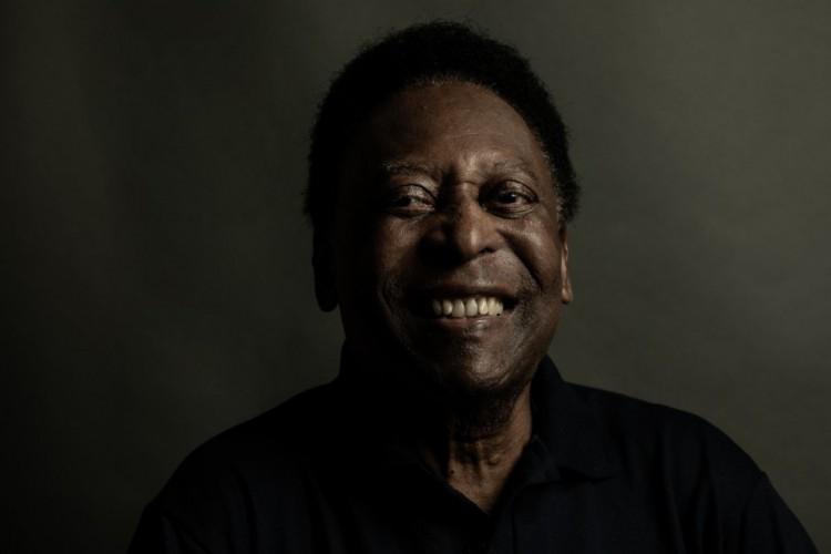 Pelé, em ensaio especial de comemoração aos seus 80 anos, para a CBF  (Foto: Jorge Bispo/CBF/ Divulgação )