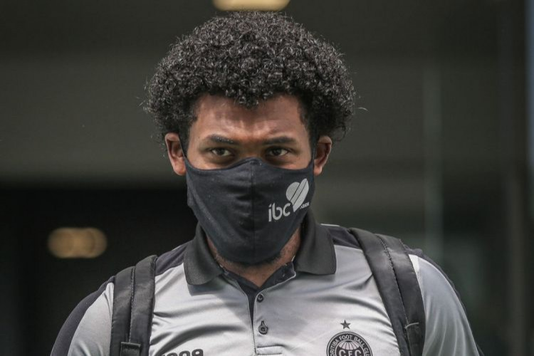 Sabino, zagueiro titular do Coritiba, está de volta ao time para enfrentar o Ceará (Foto: DIVULGAÇÃO/CORITIBA)