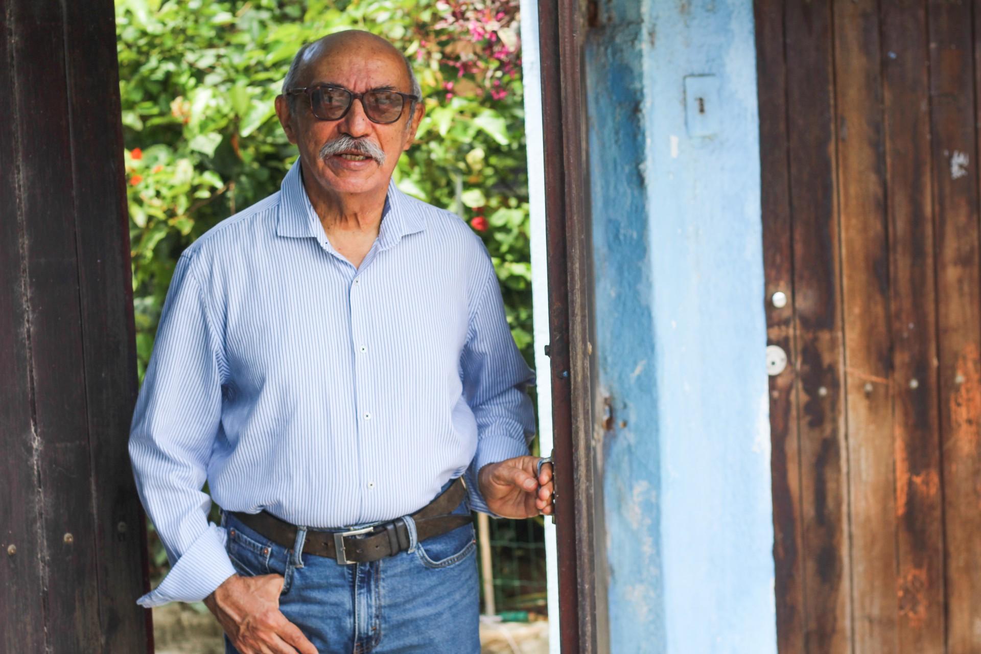 Gilmar de Carvalho se tornou uma referência como guardião da cultura (Foto: Deisa Garcêz/Especial para O Povo)