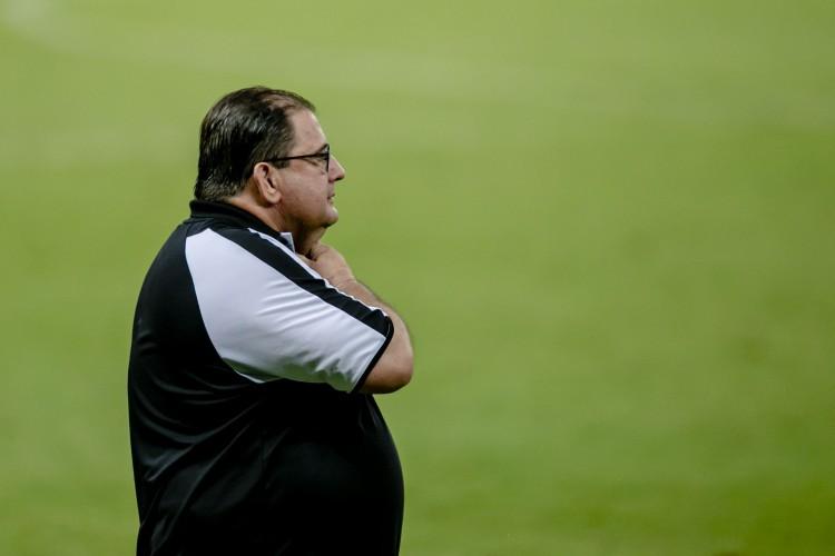 Guto Ferreira avalia que atacantes vão voltar a marcar gols com ajustes de detalhes (Foto: Aurelio Alves)