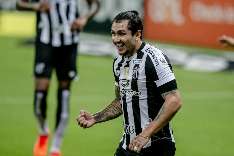 Com 26 participações em gols no ano, Vina é o destaque do Ceará (Foto: Aurelio Alves)